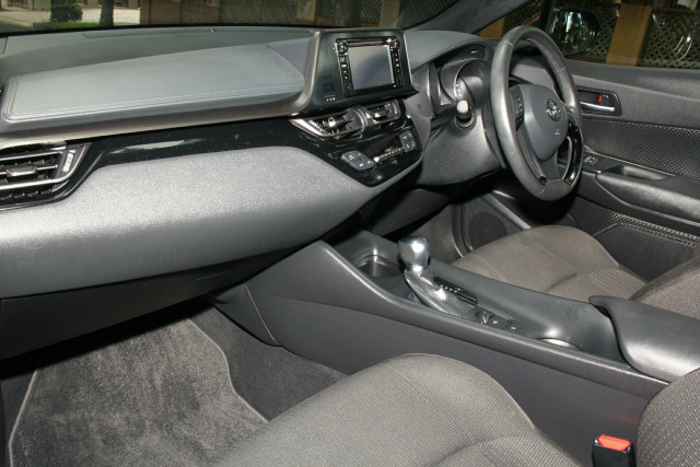 2017 Toyota C-HR NGX10R S-CVT 2WD Suv