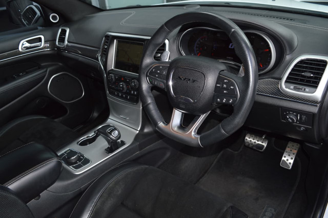 2015 Jeep Grand Cherokee SRT 6 of 31