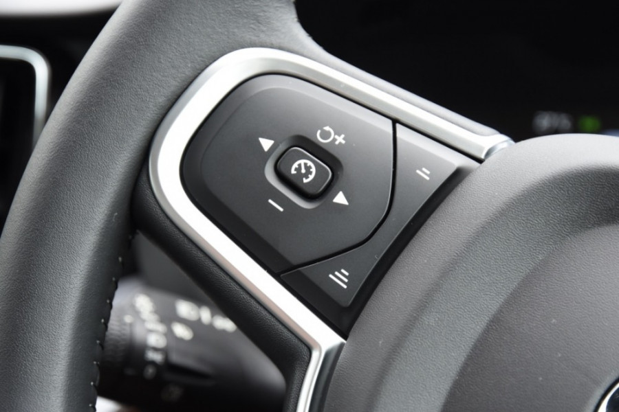 2019 MY20 Volvo XC60 UZ T5 Momentum Suv Image 11