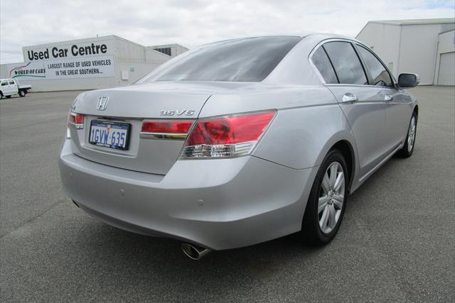 2012 MY11 Honda Accord 8th Gen  V6 V6 - Luxury Sedan Image 5