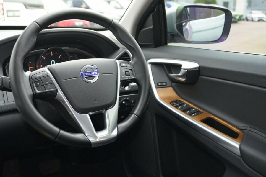 2015 Volvo XC60 LUXURY Suv Image 7