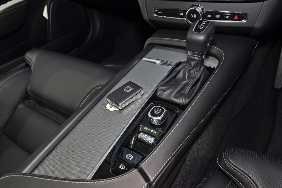 2019 Volvo V90 Cross Country D5 Wagon Mobile Image 18
