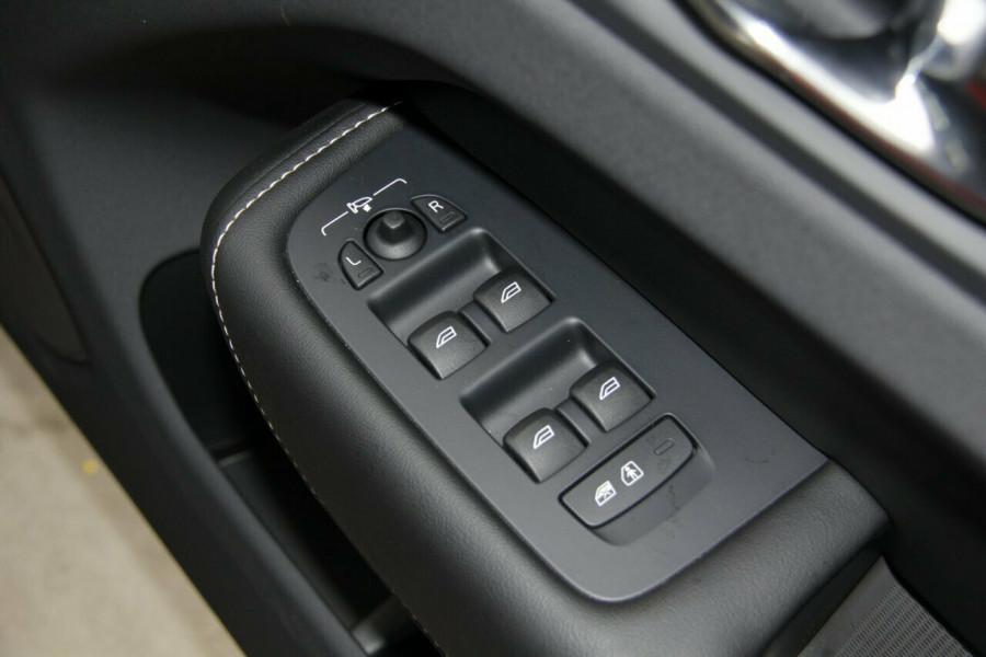 2018 Volvo XC60 UZ T6 R-Design Suv Mobile Image 15