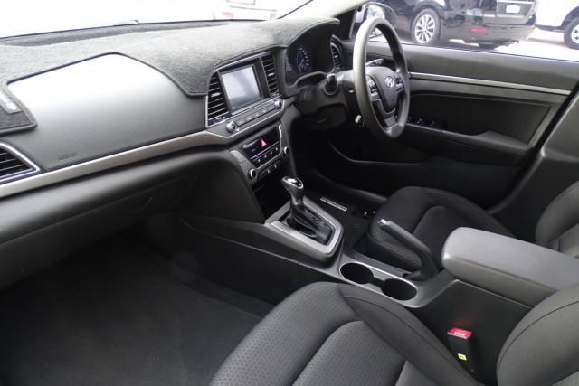 2016 Hyundai Elantra Active 6 of 27