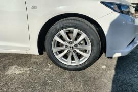 2014 MY13 Honda Civic 9th Gen Ser II VTi-L Sedan Image 2