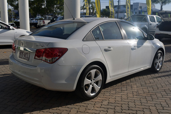 2014 Holden Cruze Vehicle Description. JH  II MY14 EQUIPE SED 4DR SA 6SP 1.8I Equipe Sedan Image 4