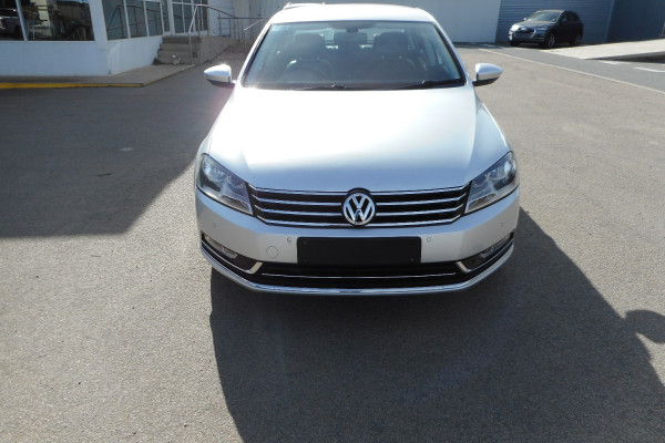 2012 MY13 Volkswagen Passat Type 3C  125TDI Highline Sedan Image 3