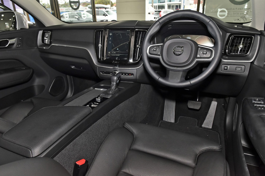 2020 Volvo XC60 UZ D4 Momentum Suv Mobile Image 6
