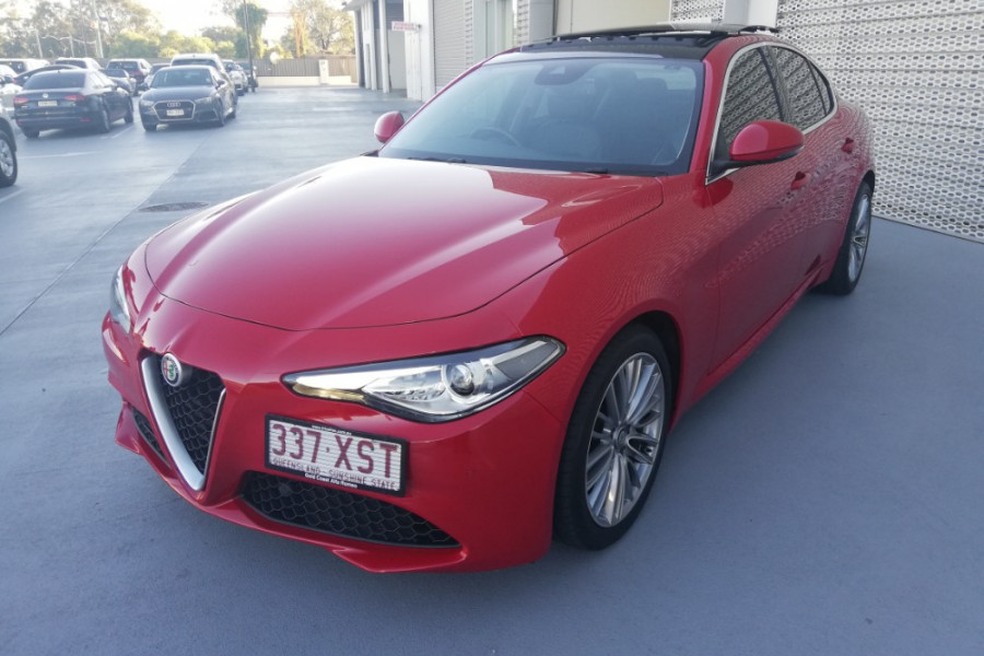 2016 Alfa Romeo Giulia Super Sedan Mobile Image 6