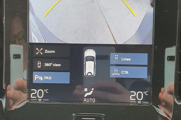 2019 Volvo Xc40 XZ  T4 Momentum Suv Image 4