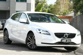 Volvo V40 T3 Adap Geartronic Momentum M Series MY18