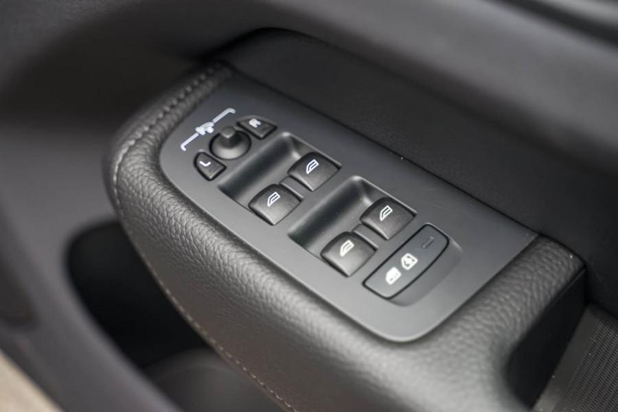 2020 MY21 Volvo XC60 UZ T5 Momentum Suv Image 16