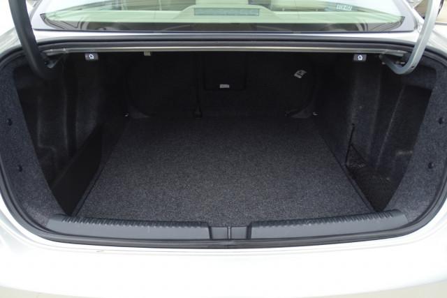 2011 Volkswagen Jetta 103TDI 12 of 24