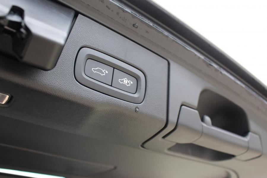 2020 Volvo XC60 UZ D5 R-Design Suv Image 11