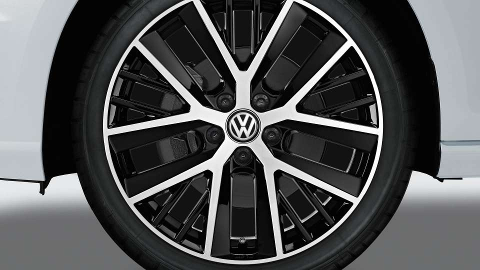 Twinspoke alloy wheel