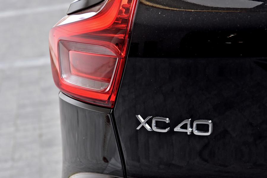 2020 Volvo XC40 XZ T5 R-Design Suv Mobile Image 26