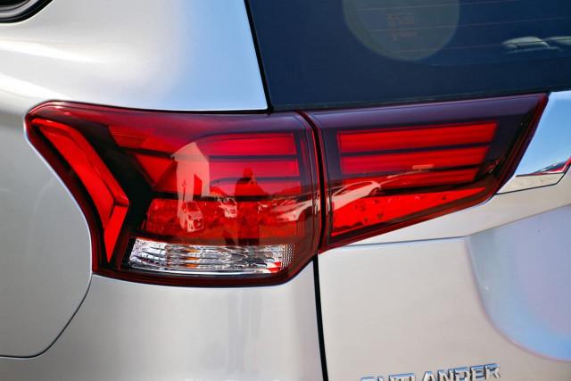 2020 Mitsubishi Outlander ZL MY20 ES Suv Image 18
