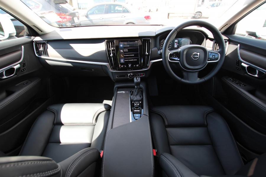 2020 Volvo V90 Cross Country P Series D5 Wagon Image 2