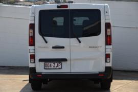 2019 Renault Trafic L2H1 Crew Van Image 4