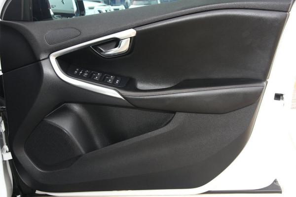 2016 Volvo V40 Cross Country M Series D4 Luxury Hatchback Image 5