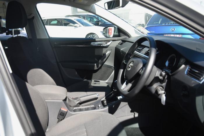 2019 Skoda Octavia NE Sedan Sedan Image 10