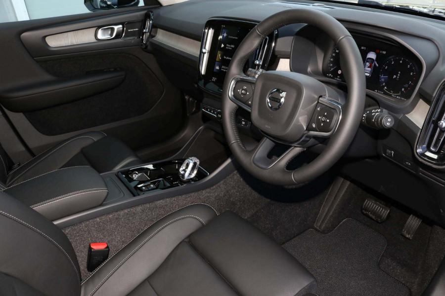 2021 Volvo XC40 XZ T4 Inscription Suv Image 9