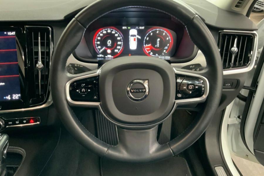 2016 MY17 Volvo S90 P Series T5 Momentum Sedan Mobile Image 20