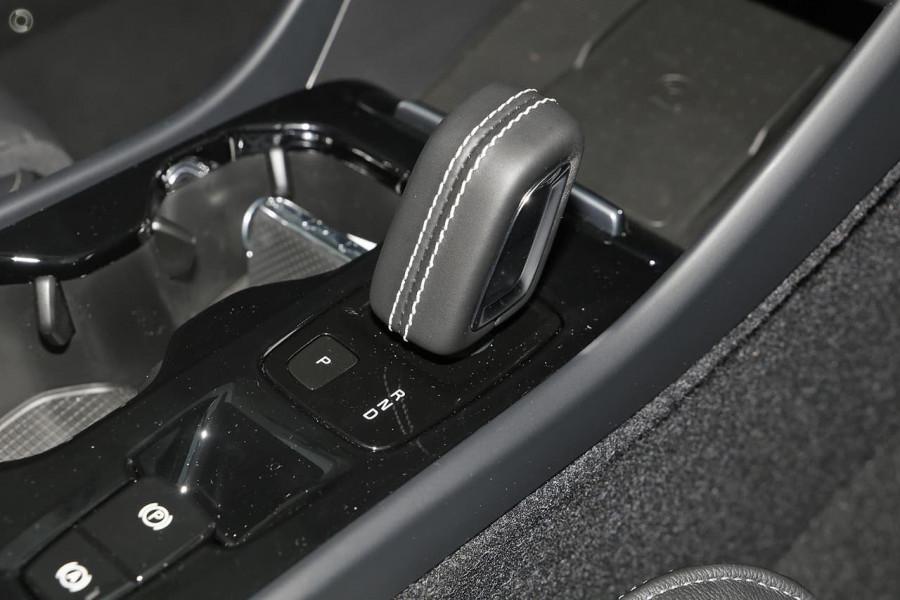 2019 Volvo XC40 T5 R-Design Suv Mobile Image 2