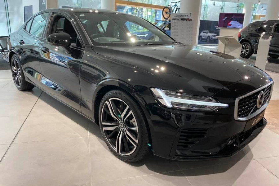 2020 Volvo S60 Z Series T8 R-Design Sedan Mobile Image 1