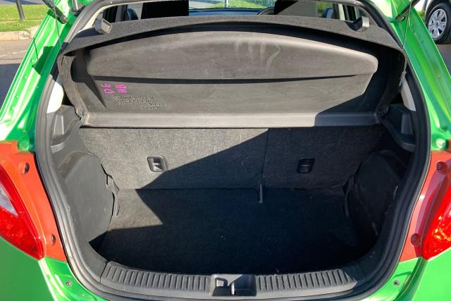2010 Mazda 2 Neo 17 of 22