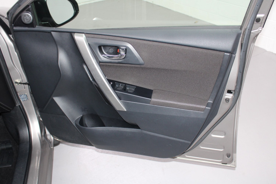 2013 Toyota Corolla ZRE182R Ascent Hatchback Image 9