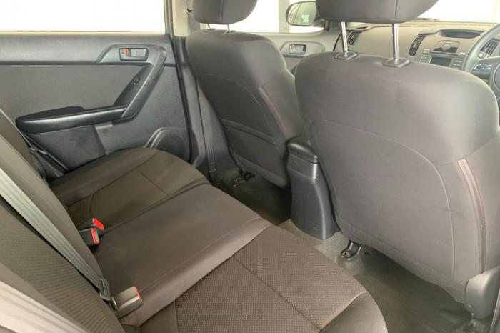 2011 Kia Cerato TD MY11 S Hatchback Image 10