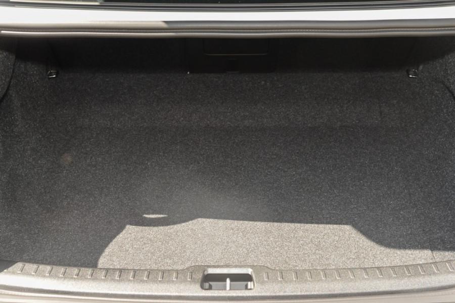 2019 MY20 Volvo S60 Z Series T8 R-Design Sedan Mobile Image 21