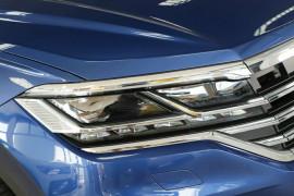 2019 Volkswagen Touareg CR Launch Edition Suv Image 2