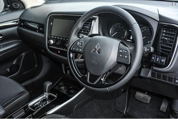 2020 Mitsubishi Outlander ZL ES Suv Image 5