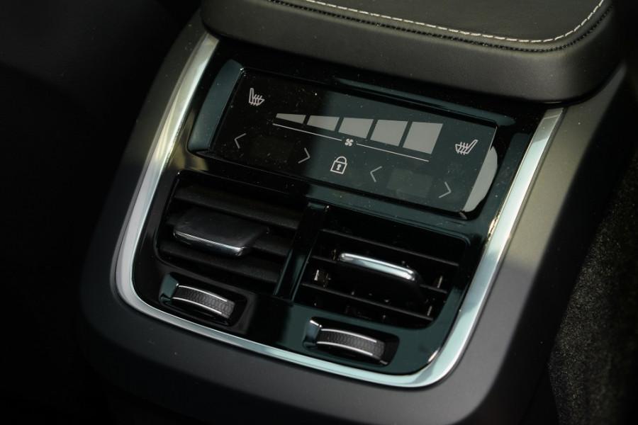 2019 MY20 Volvo XC90 L Series T6 R-Design Suv Mobile Image 10