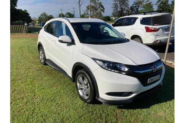 2017 Honda HR-V VTi-S Suv Image 2
