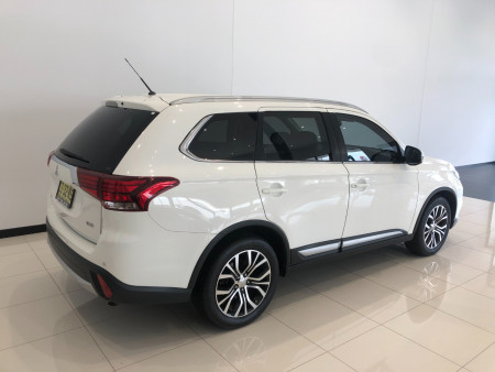 2016 Mitsubishi Outlander ZK Turbo XLS Awd 7 seats Image 4