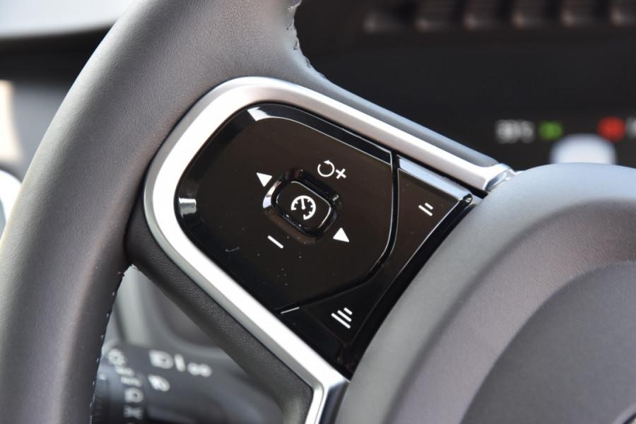 2019 Volvo XC90 L Series D5 Momentum Suv Image 11