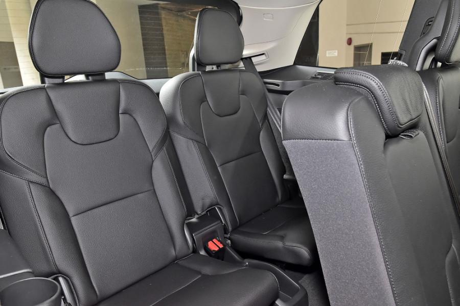2019 Volvo XC90 L Series T6 Momentum Suv Mobile Image 11