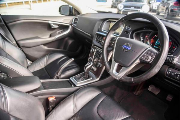 2014 Volvo V40 (No Series) MY14 D4 Luxury Hatchback Image 4