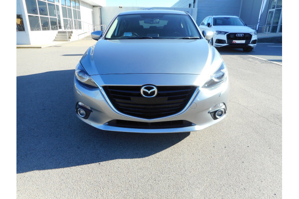 2015 Mazda 3 Hatchback Image 3