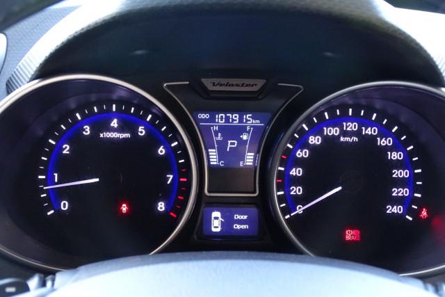 2012 Hyundai Veloster Veloster + 25 of 28