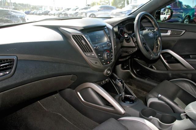 2017 Hyundai Veloster FS5 Series II SR Turbo Hatchback Image 8