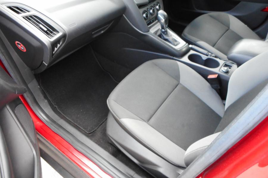 2012 Ford Focus LW  II AMBIENTE Hatchback Image 12