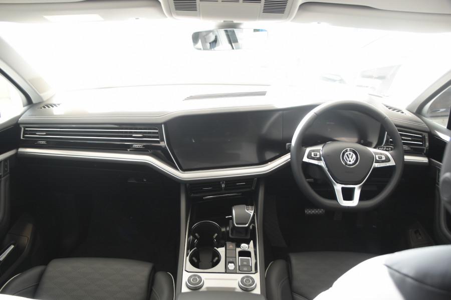 2020 Volkswagen Touareg CR 190TDI Premium Suv Image 8