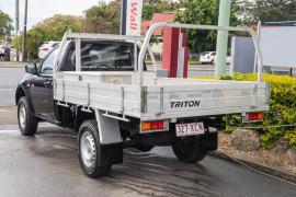 2011 Mitsubishi Triton MN MY11 GL Cab chassis Image 2
