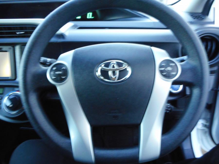 2013 MY12 Toyota Prius Image 17