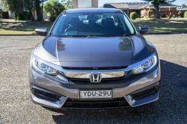 2016 Honda Civic 10th Gen  VTi Sedan Image 4