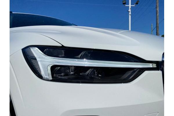 2022 MYon Volvo XC60 B5 Momentum Suv Image 3